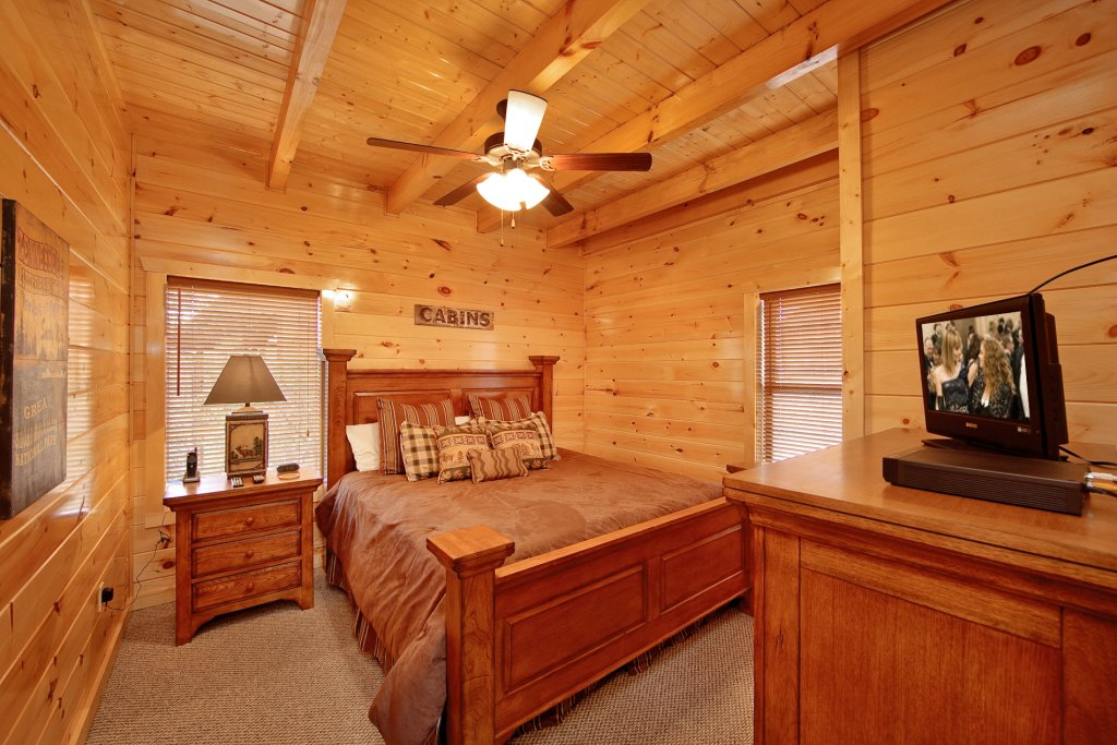 Photo of a Gatlinburg Cabin named Eagles Nest - This is the sixteenth photo in the set.