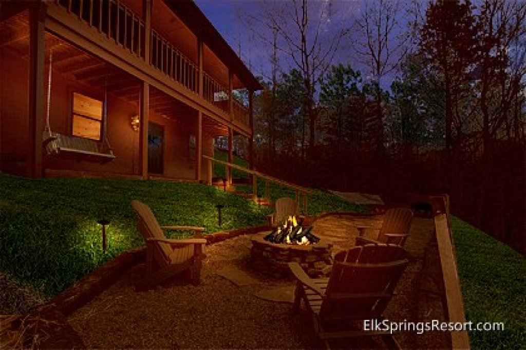 Photo of a Gatlinburg Cabin named Mountain Memories - This is the third photo in the set.