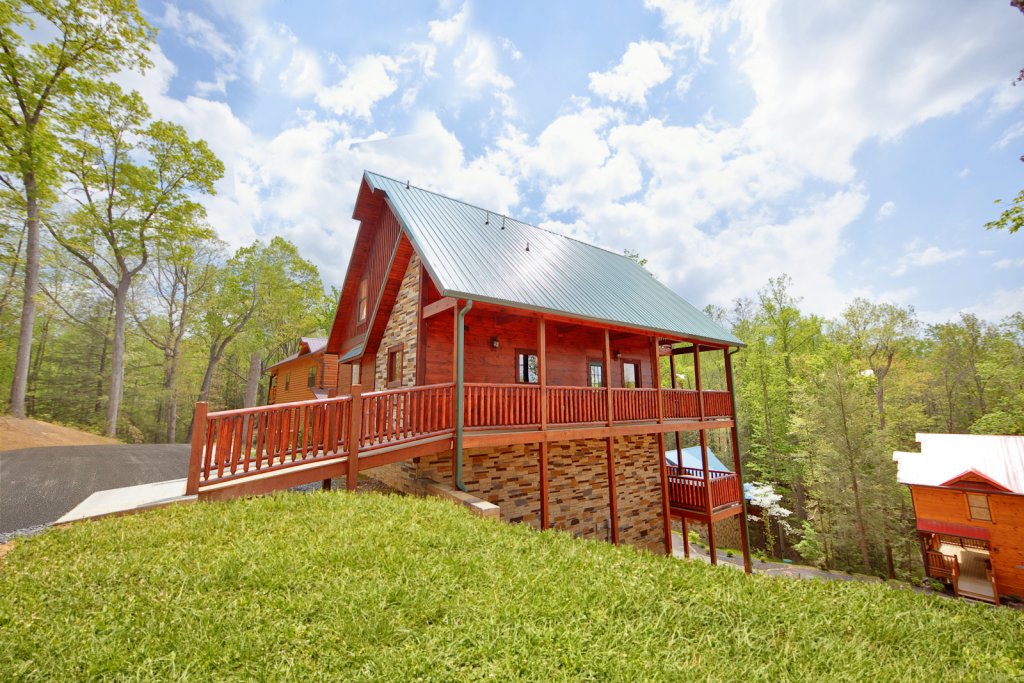 Summit sanctuary cabin in gatlinburg w 3 br sleeps10 for Nuvola 9 cabin gatlinburg