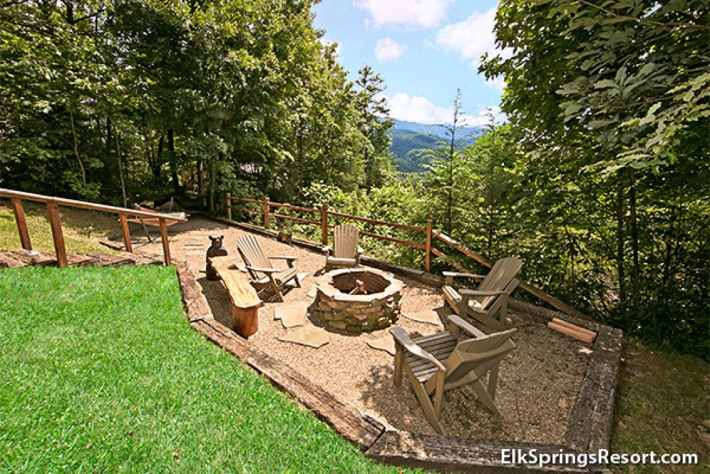 Photo of a Gatlinburg Cabin named Mountain Memories - This is the sixth photo in the set.