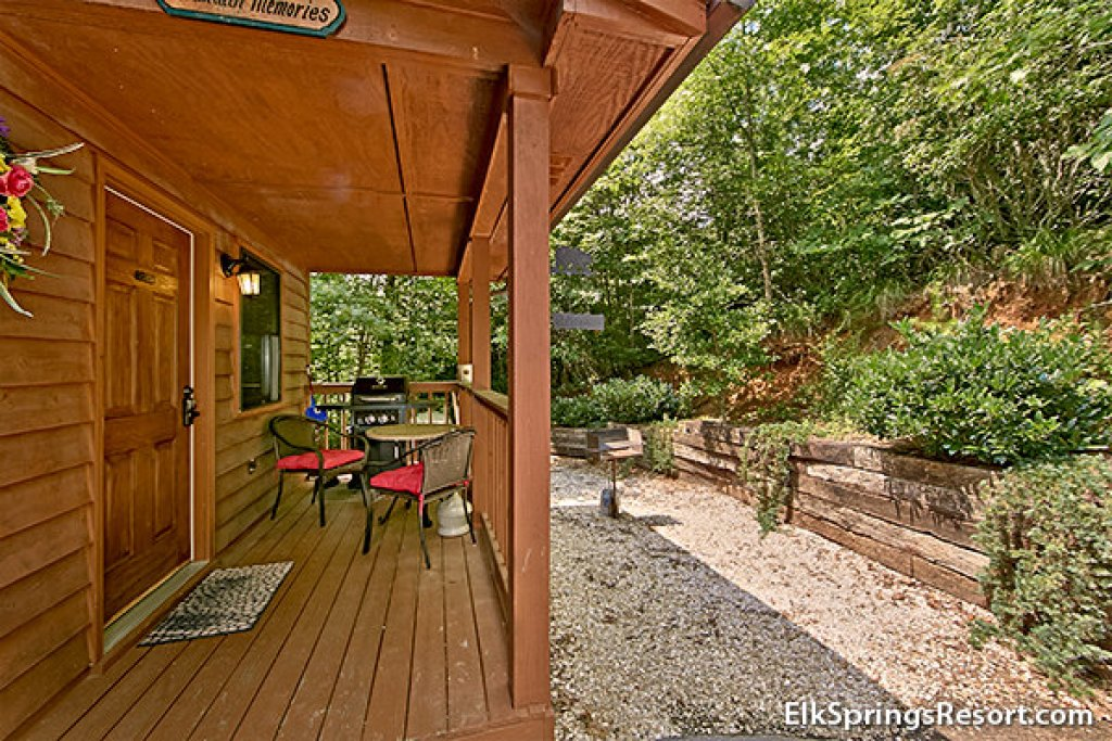 Photo of a Gatlinburg Cabin named Mountain Memories - This is the eleventh photo in the set.