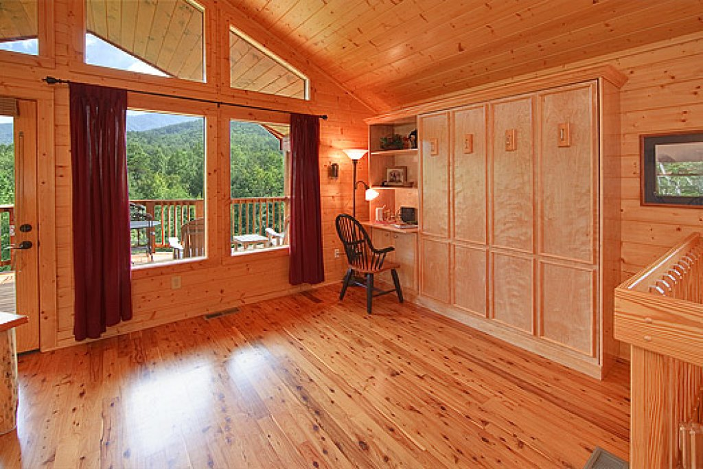 Photo of a Gatlinburg Cabin named Whispering Creek - This is the seventh photo in the set.