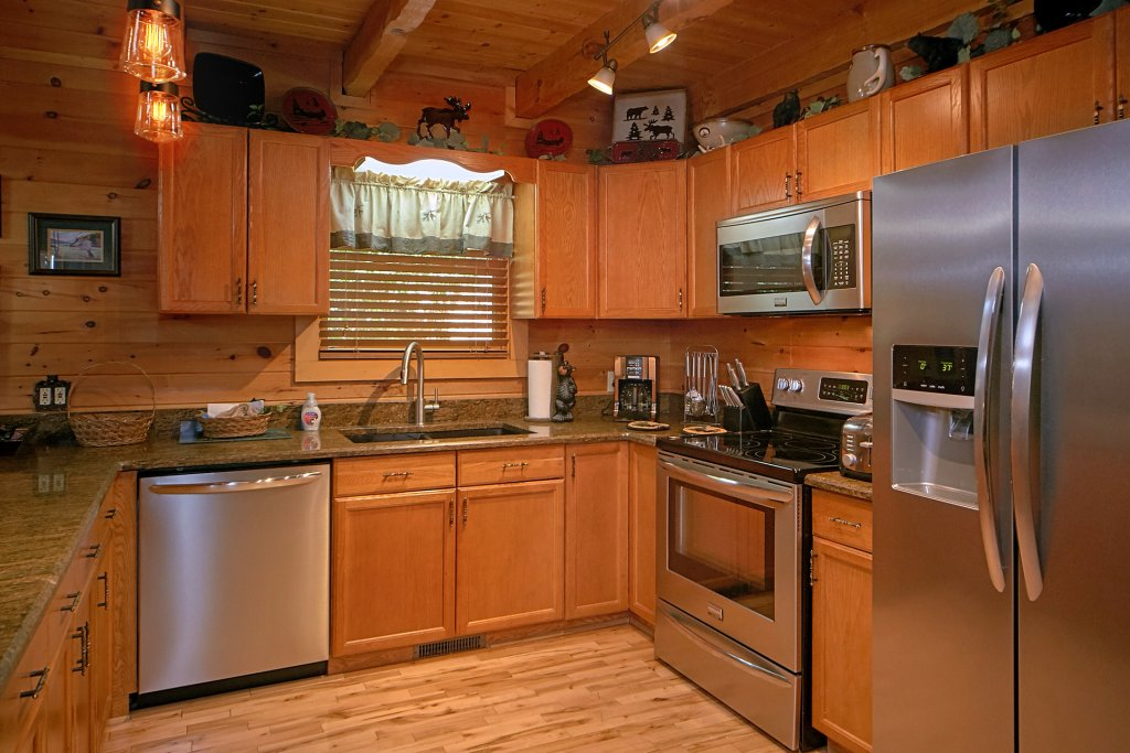 Photo of a Gatlinburg Cabin named Mountain Memories - This is the eighteenth photo in the set.