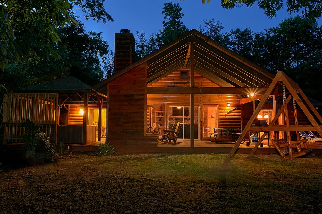 Photo of a Gatlinburg Cabin named Another Day In Paradise - This is the first photo in the set.
