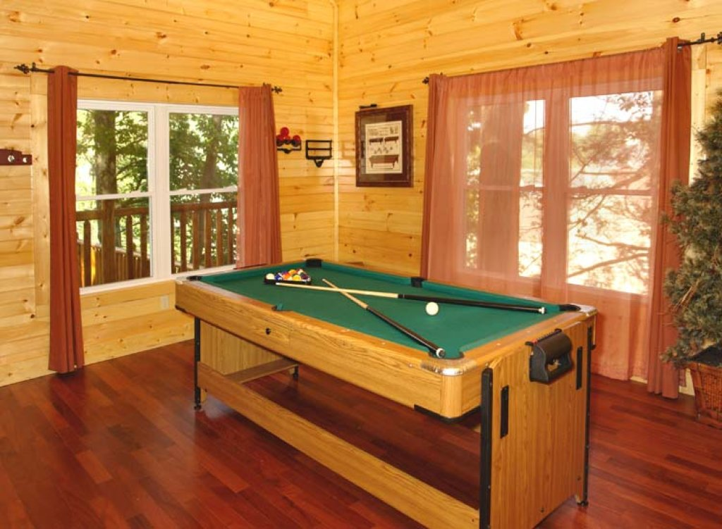 Photo of a Gatlinburg Cabin named Black Bear Hideaway Cabin - This is the seventh photo in the set.