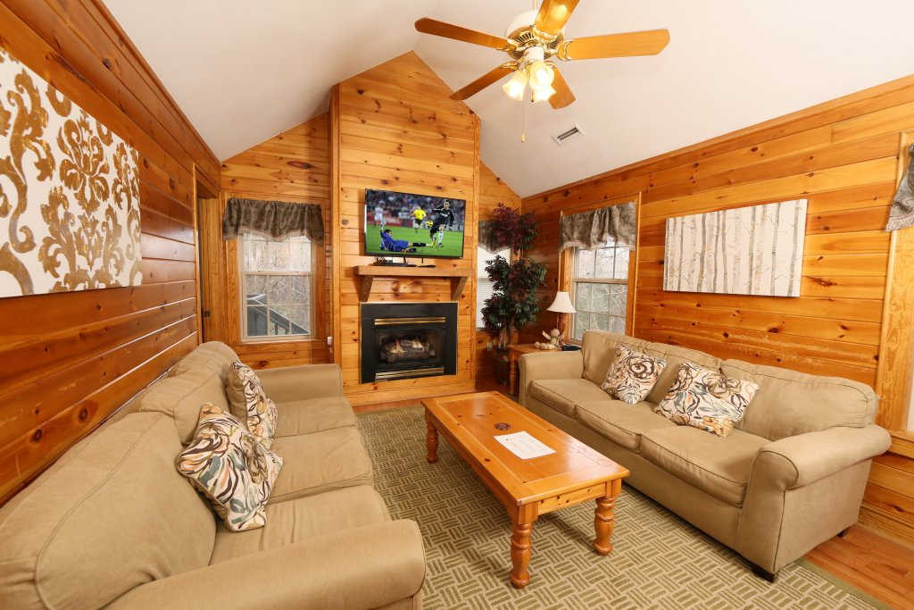 Photo of a Pigeon Forge Cabin named Ivy Falls (#9) - This is the fifth photo in the set.
