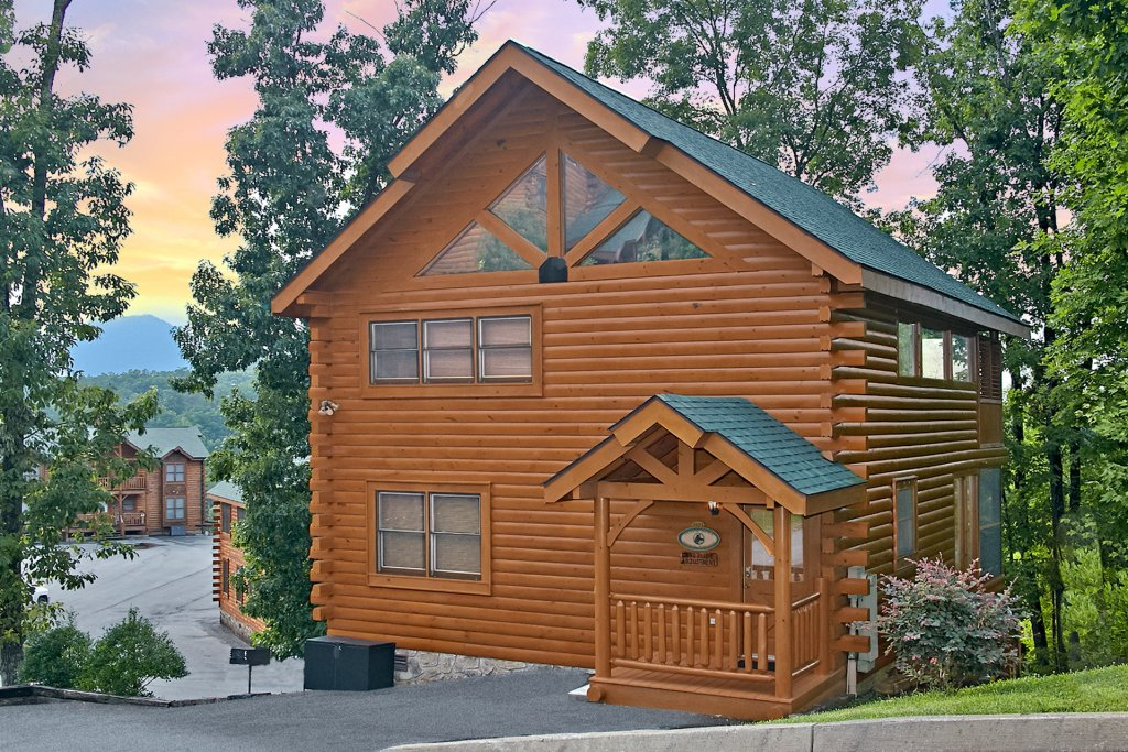 Photo of a Pigeon Forge Cabin named Sweet Retreat - This is the forty-third photo in the set.