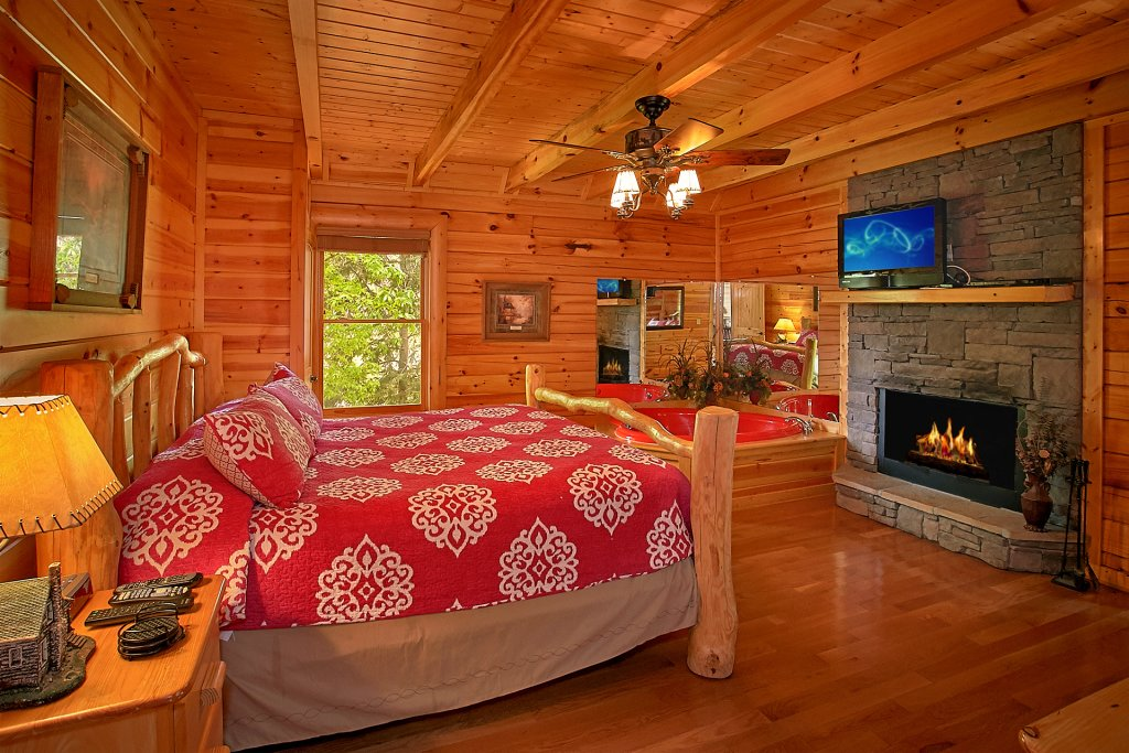 Photo of a Pigeon Forge Cabin named Skinny Dippin - This is the fifteenth photo in the set.