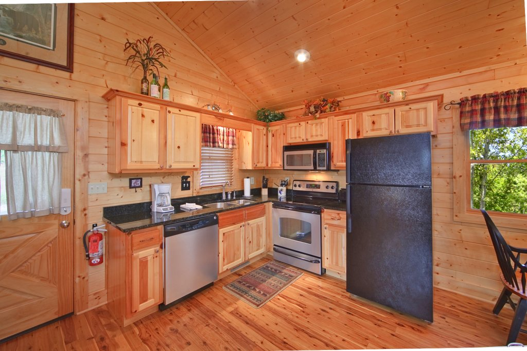 Photo of a Gatlinburg Cabin named Whispering Creek - This is the tenth photo in the set.