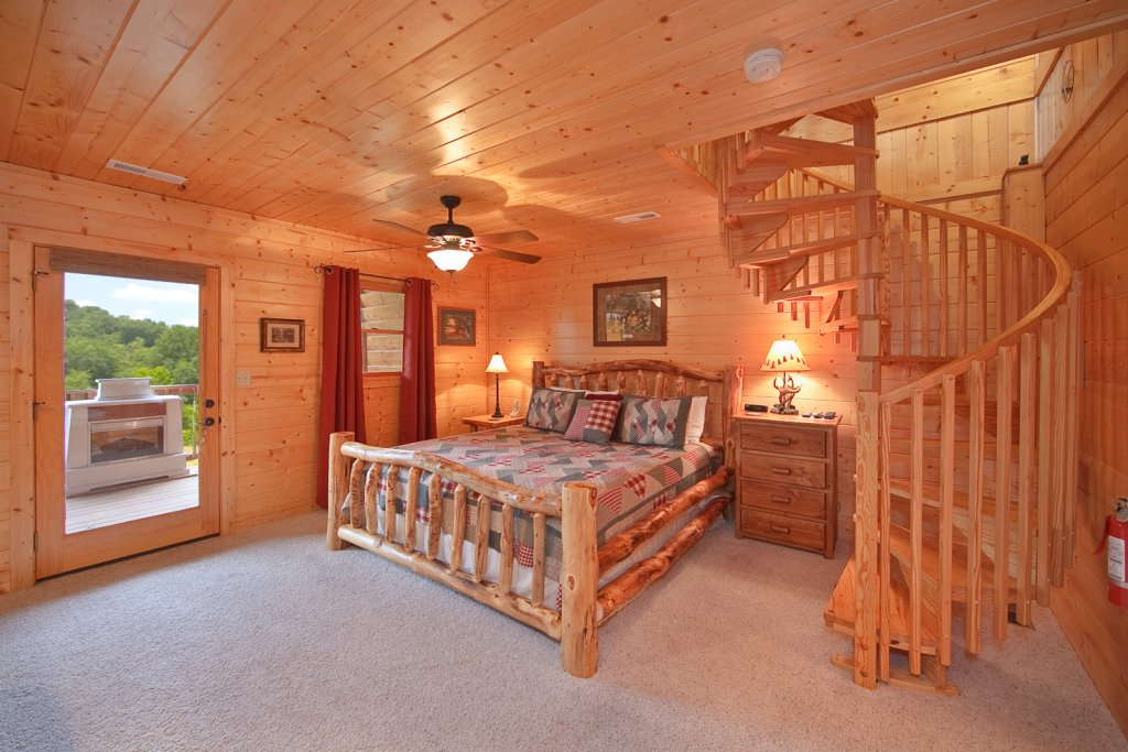 Photo of a Gatlinburg Cabin named Whispering Creek - This is the thirteenth photo in the set.
