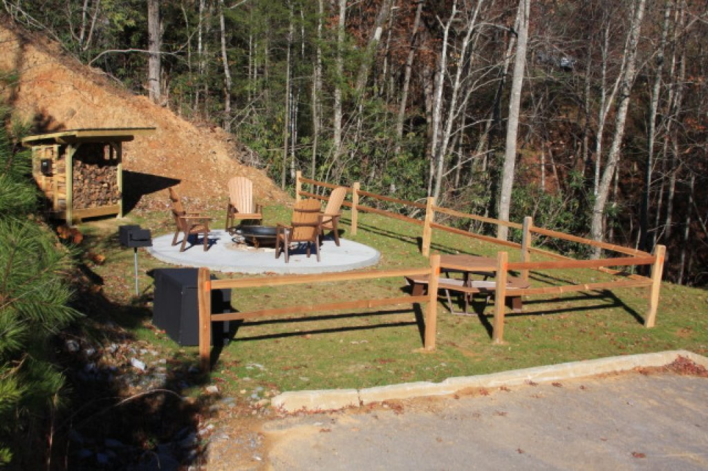 Photo of a Gatlinburg Cabin named Whispering Creek - This is the seventeenth photo in the set.