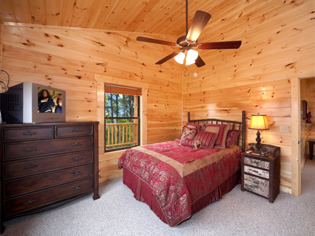 Photo of a Gatlinburg Cabin named Majestic Views - This is the tenth photo in the set.