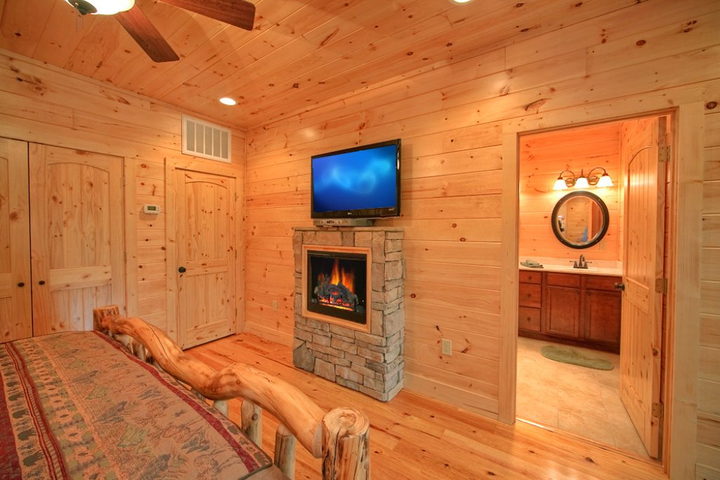 Photo of a Gatlinburg Cabin named Mountain Hideaway - This is the twelfth photo in the set.