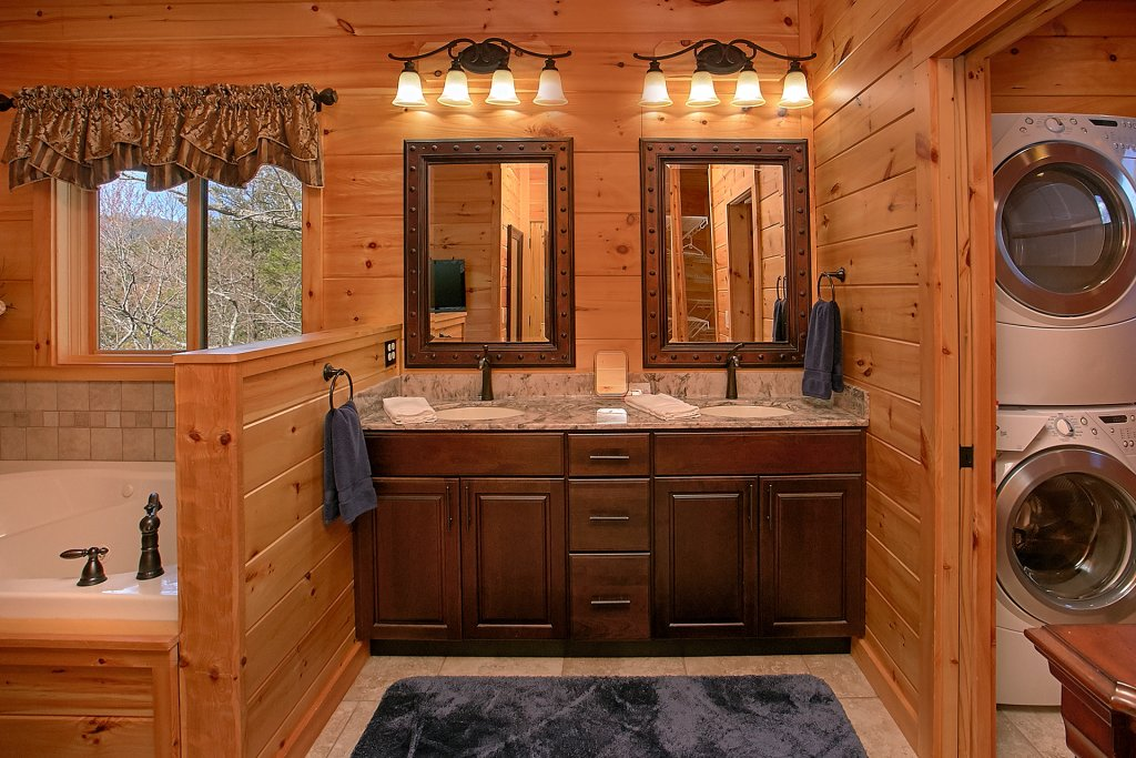 Photo of a Gatlinburg Cabin named Livin It Up - This is the twenty-second photo in the set.