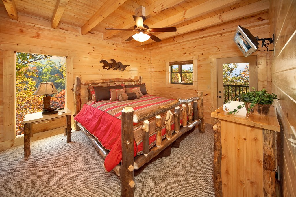 Photo of a Gatlinburg Cabin named Firefly Lodge - This is the fourteenth photo in the set.