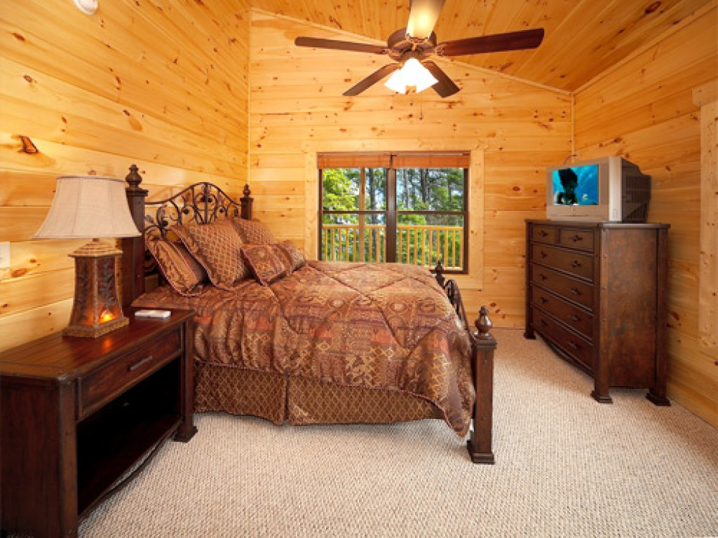 Photo of a Gatlinburg Cabin named Majestic Views - This is the eleventh photo in the set.