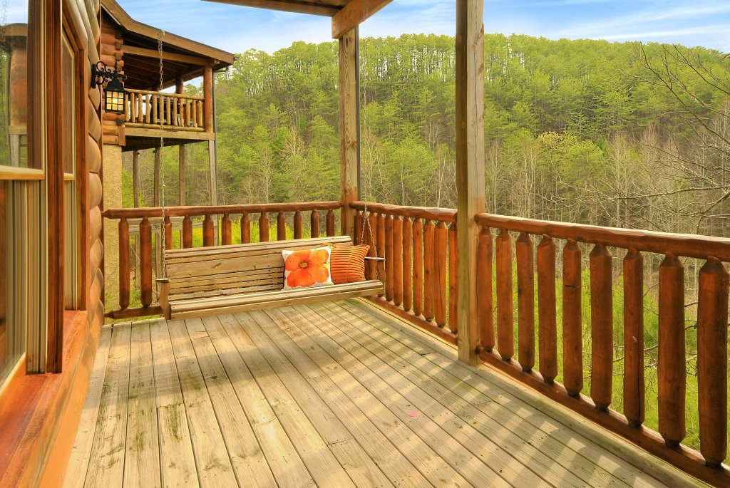 Photo of a Pigeon Forge Cabin named Almost Heaven - This is the twenty-ninth photo in the set.
