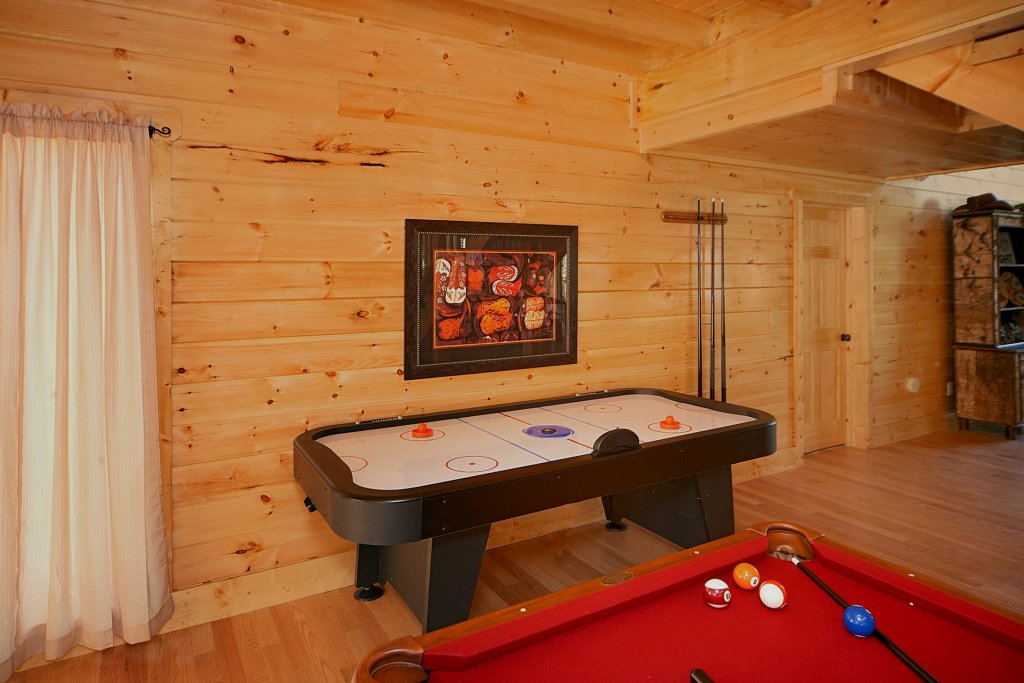Photo of a Gatlinburg Cabin named Firefly Lodge - This is the fifth photo in the set.