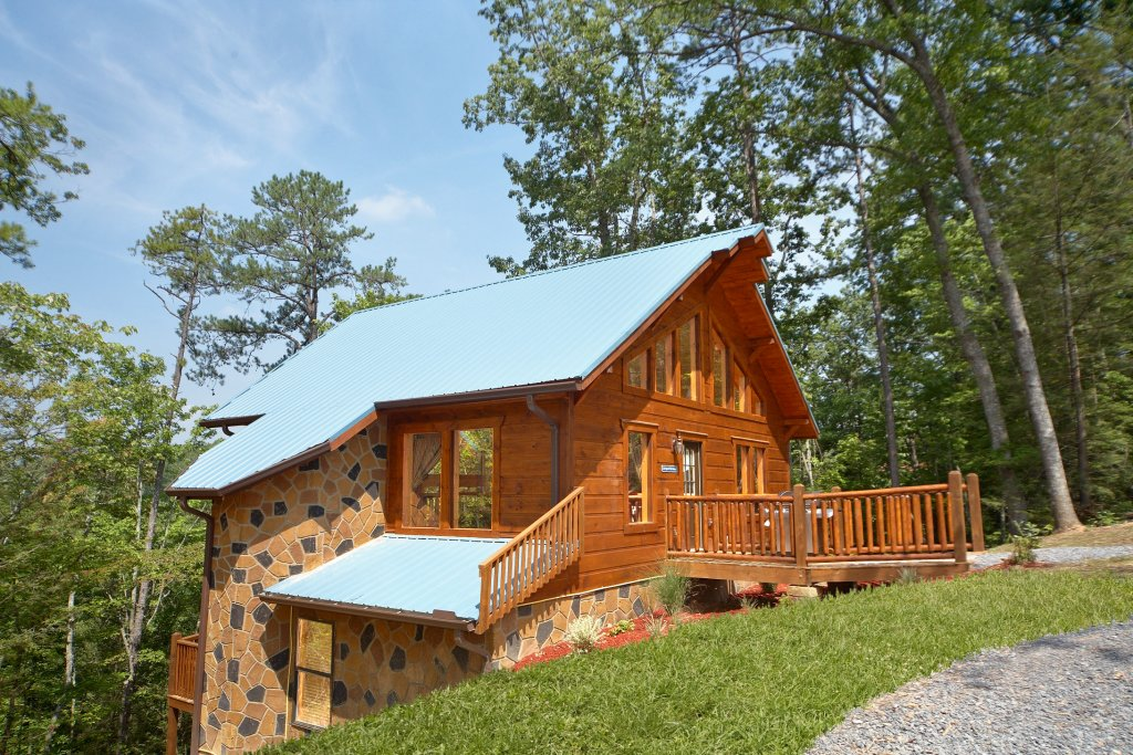 Photo of a Gatlinburg Cabin named Spur Of The Moment - This is the seventeenth photo in the set.
