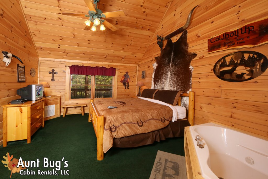 Photo of a Pigeon Forge Cabin named Shades Of The Past #230 - This is the twenty-first photo in the set.