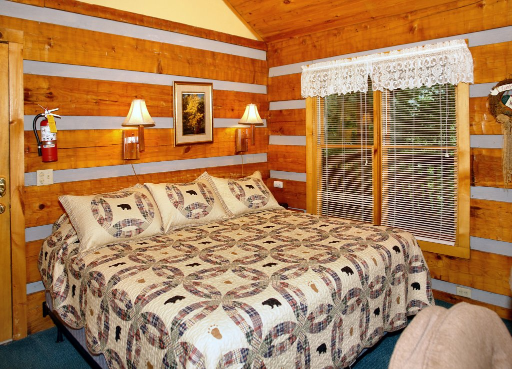 Photo of a Gatlinburg Cabin named Leather And Lace #1615 - This is the fifth photo in the set.