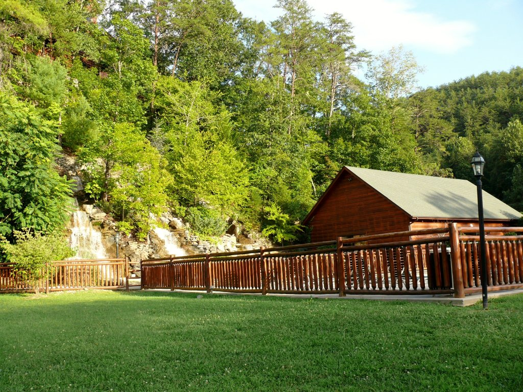 Photo of a Pigeon Forge Cabin named Almost Heaven - This is the forty-second photo in the set.
