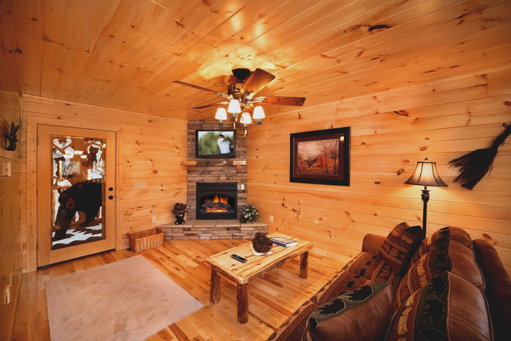Photo of a Gatlinburg Cabin named Living In Paradise - This is the fifth photo in the set.