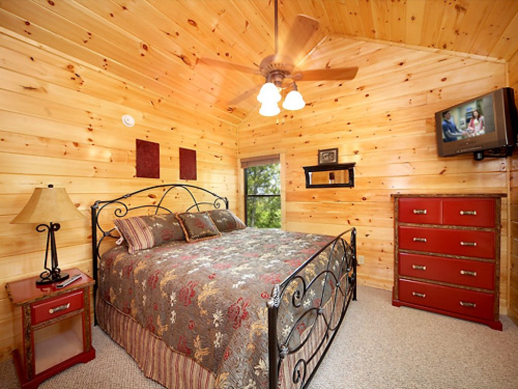 Photo of a Gatlinburg Cabin named Serenity Lodge - This is the twelfth photo in the set.