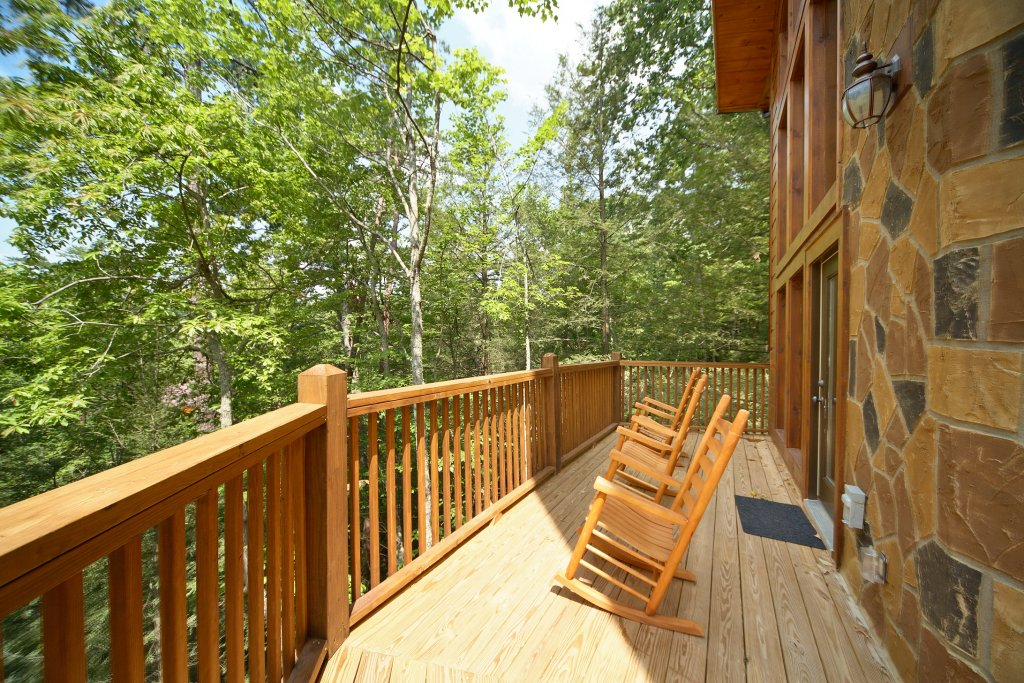 Photo of a Gatlinburg Cabin named Spur Of The Moment - This is the third photo in the set.