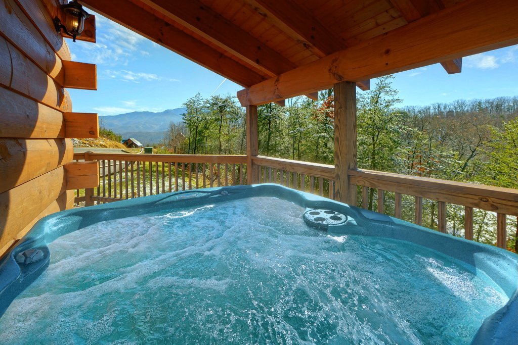 Photo of a Gatlinburg Cabin named Moonshiners Legacy - This is the second photo in the set.