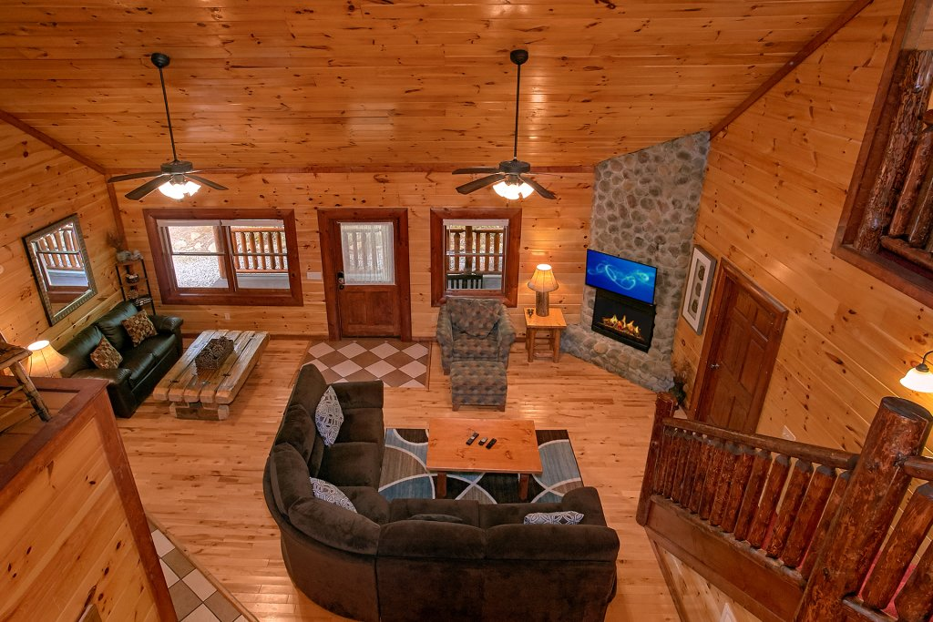 Photo of a Gatlinburg Cabin named Live, Laugh, Love Pool Lodge - This is the thirty-fourth photo in the set.