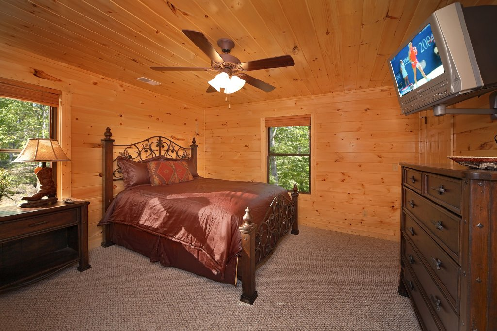 Photo of a Gatlinburg Cabin named Southern Philosophy - This is the nineteenth photo in the set.