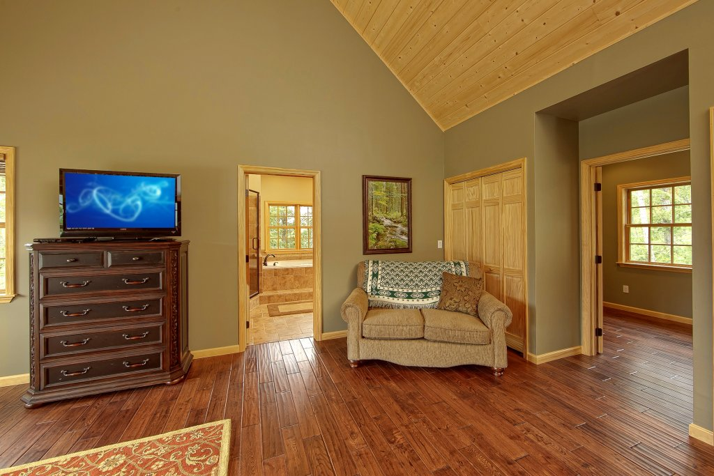 Photo of a Gatlinburg Cabin named Amazing Views Retreat - This is the twenty-first photo in the set.