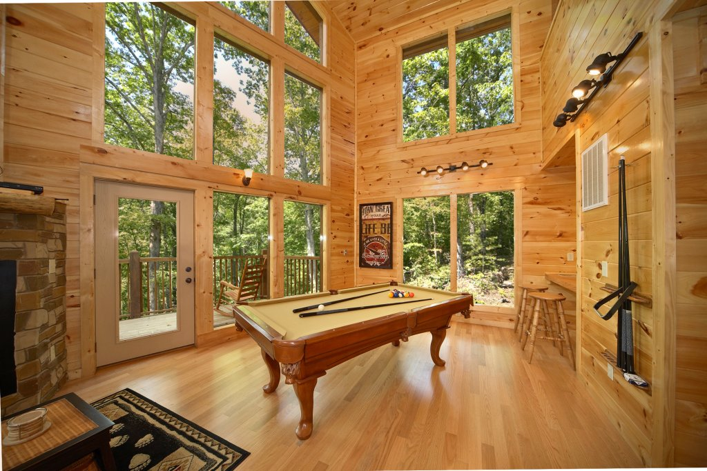 Photo of a Gatlinburg Cabin named Spur Of The Moment - This is the fourth photo in the set.