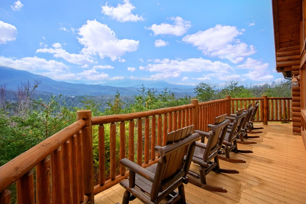Photo of a Gatlinburg Cabin named Heavenly Heights - This is the second photo in the set.