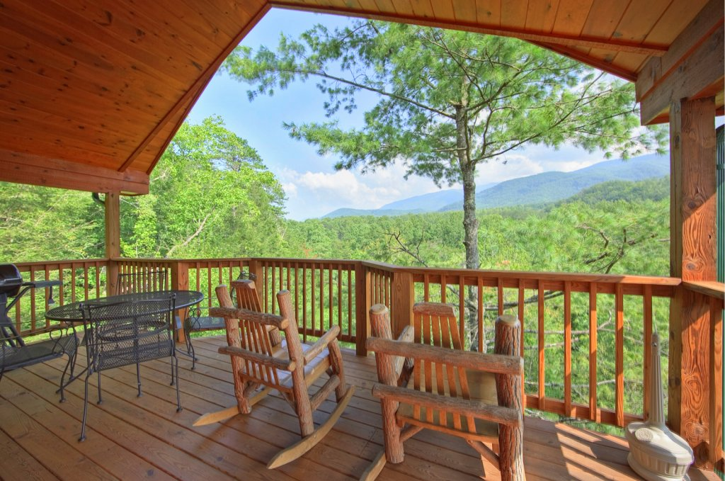 Photo of a Gatlinburg Cabin named Tree Tops - This is the fifth photo in the set.