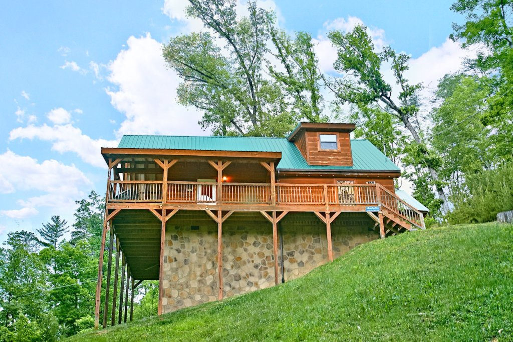 Photo of a Pigeon Forge Cabin named A Bear's Eye View #251 - This is the first photo in the set.