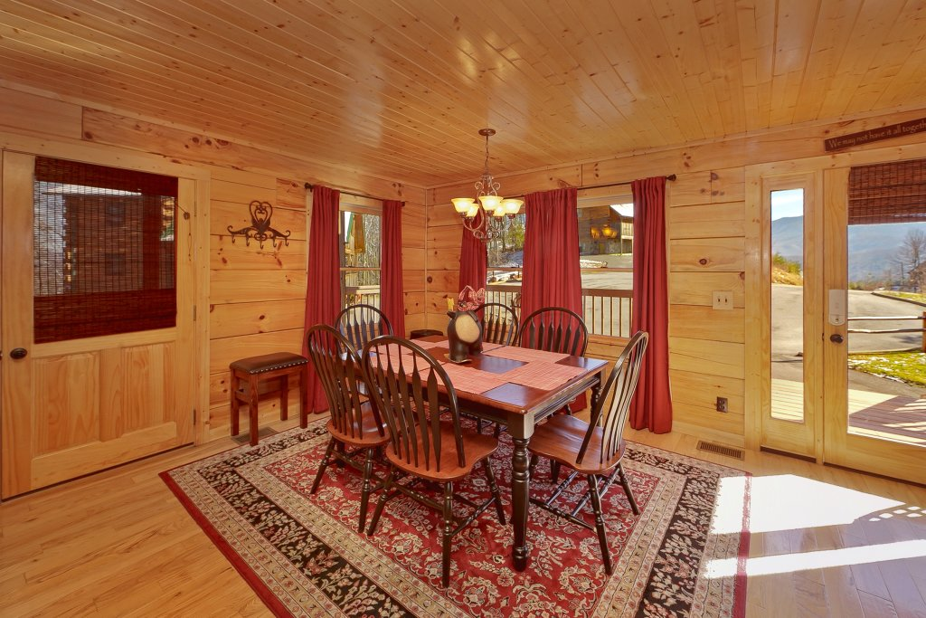 Photo of a Gatlinburg Cabin named Moonshiners Legacy - This is the eighth photo in the set.