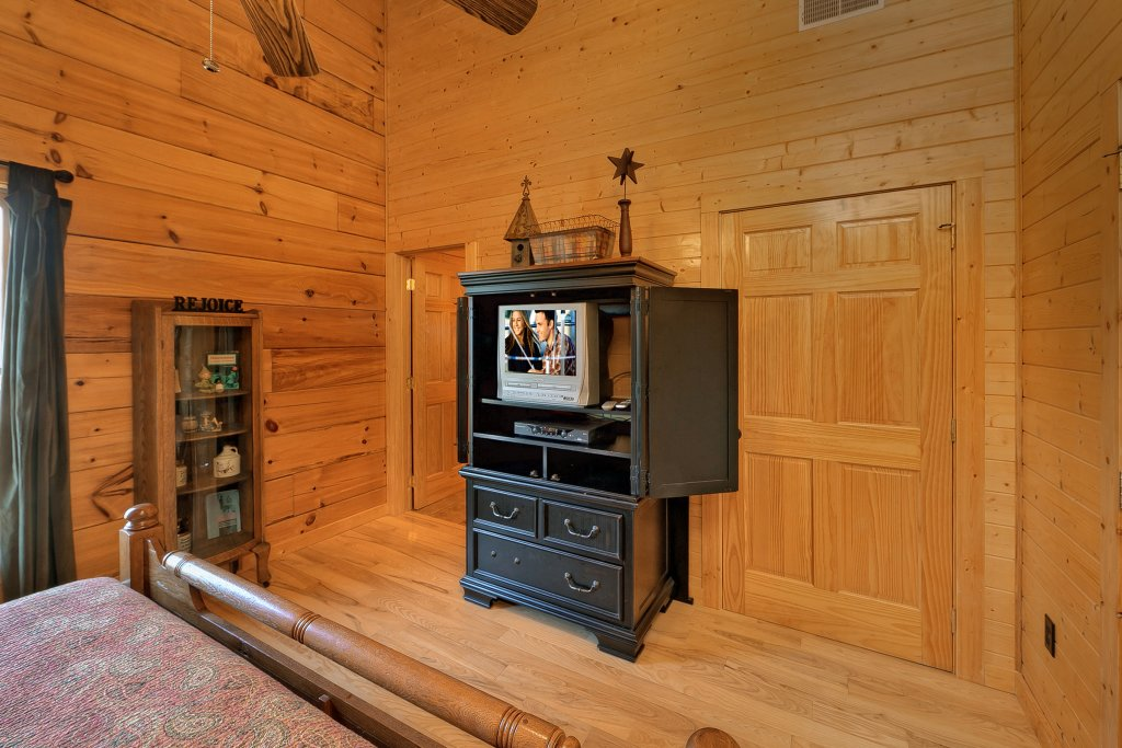 Photo of a Gatlinburg Cabin named Moonshiners Legacy - This is the twelfth photo in the set.