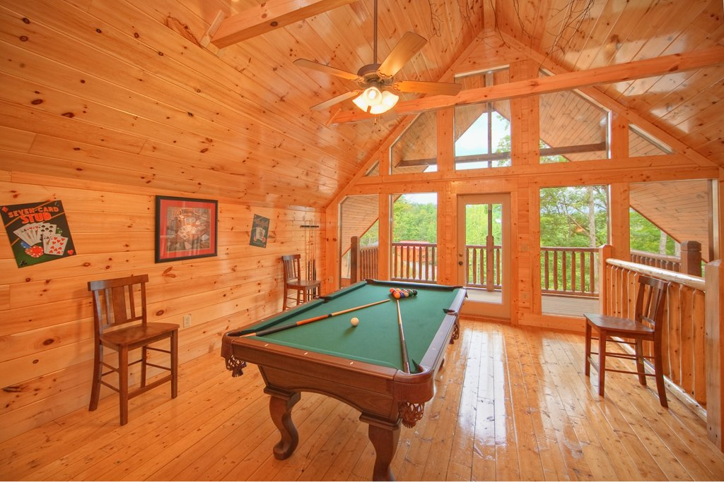 Photo of a Gatlinburg Cabin named Hilltop Hideaway - This is the third photo in the set.