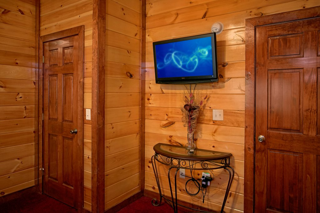 Photo of a Gatlinburg Cabin named Live, Laugh, Love Pool Lodge - This is the forty-seventh photo in the set.