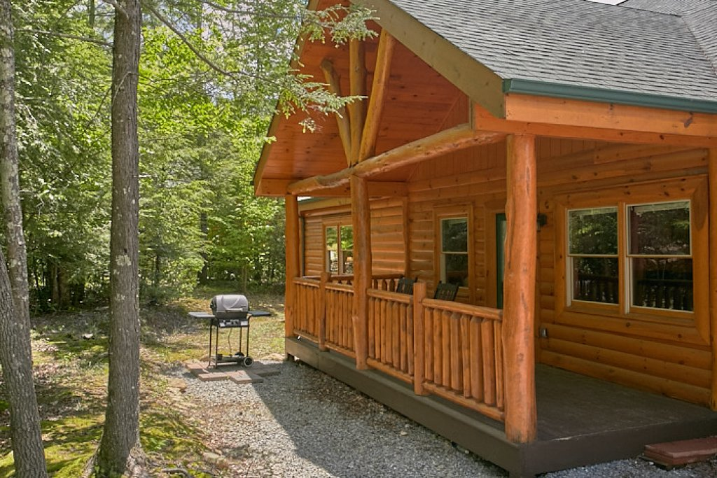 Photo of a Gatlinburg Cabin named Live, Laugh, Love Pool Lodge - This is the forty-eighth photo in the set.