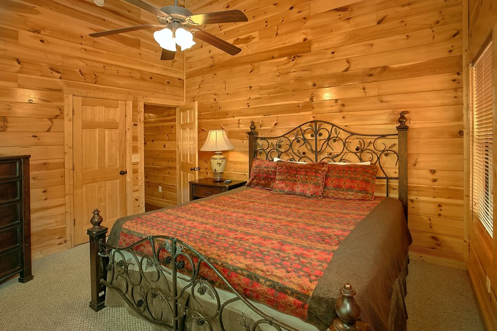 Photo of a Gatlinburg Cabin named Diamond In The Rough - This is the nineteenth photo in the set.