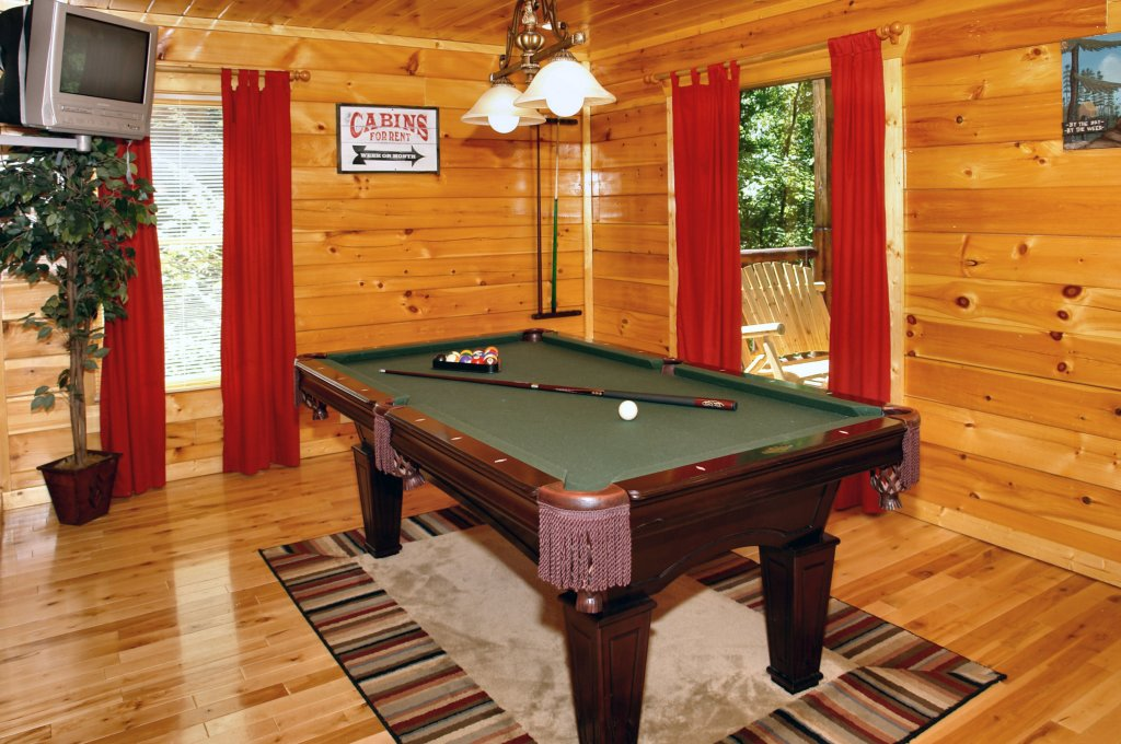 Photo of a Gatlinburg Cabin named Falcon Crest #2911 - This is the third photo in the set.