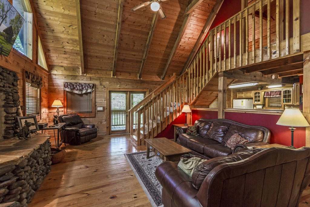 Photo of a Pigeon Forge Cabin named Beaver Fever #229 - This is the third photo in the set.