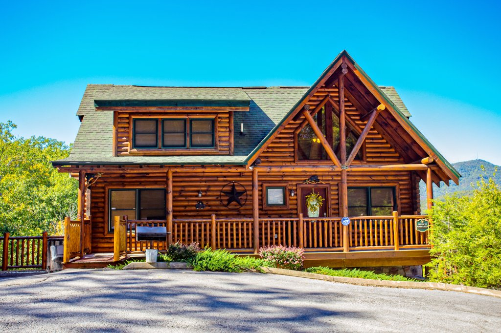 Photo of a Gatlinburg Cabin named Knockin' On Heaven's Door - This is the second photo in the set.