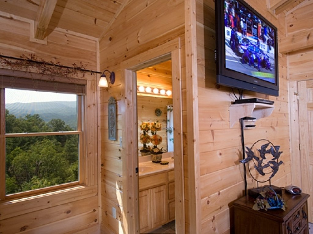 Photo of a Gatlinburg Cabin named Knockin' On Heaven's Door - This is the twenty-sixth photo in the set.