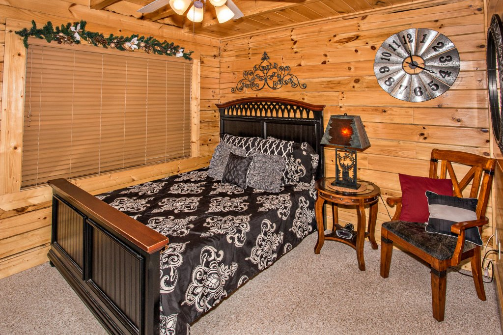 Photo of a Gatlinburg Cabin named Knockin' On Heaven's Door - This is the seventeenth photo in the set.