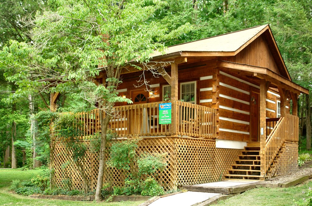 Photo of a Gatlinburg Cabin named Dream Weaver #1527 - This is the first photo in the set.