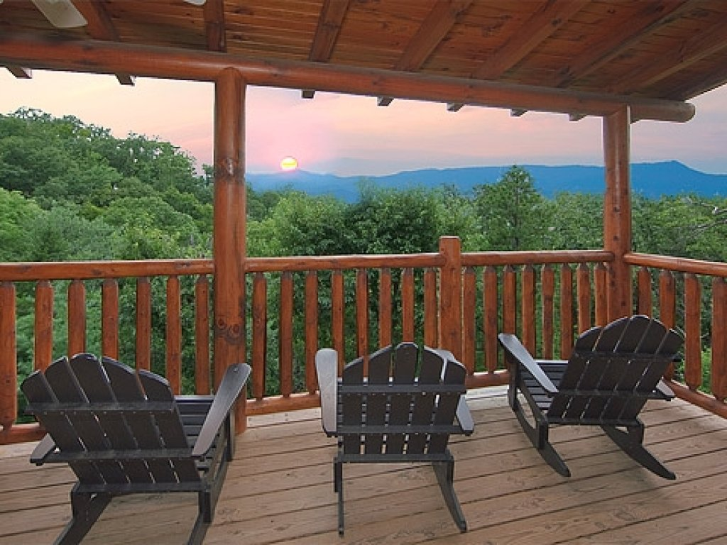 Photo of a Gatlinburg Cabin named Knockin' On Heaven's Door - This is the fourteenth photo in the set.